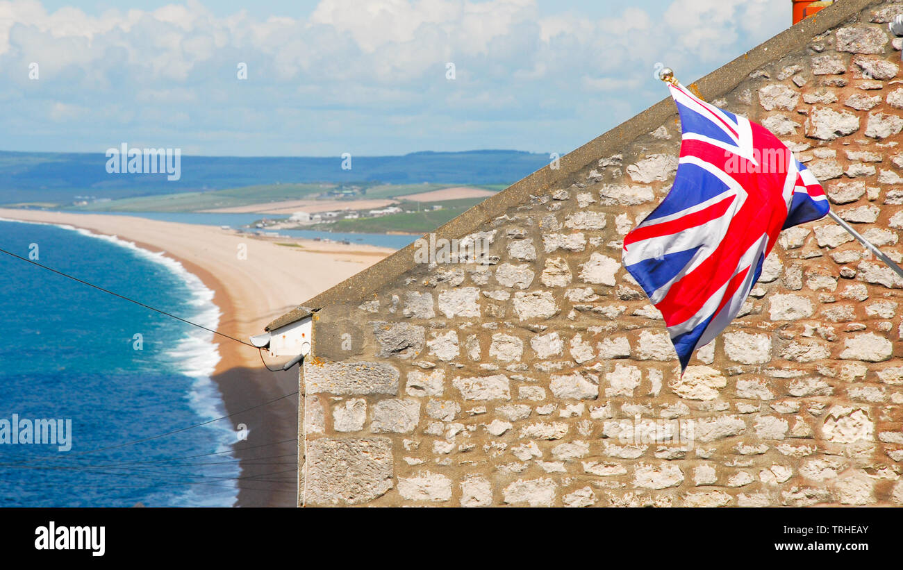Chesil Beach, Dorset. 6th June 2019. A British Union flag commemorating the 75th anniversary of D-Day is flown from a house in sunny Fortuneswell, overlooking Chesil Beach. Nearby Weymouth and Portland harbours were embarkation points for tens of thousands of U.S. troops heading for 'Omaha' beach in Normandy, France, on 6th June 1944. credit: stuart fretwell/Alamy Live News - Stock Image