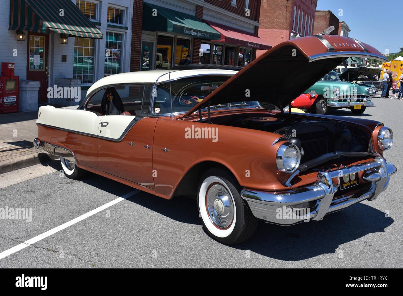 A 1955 Pontiac hard top at a car show. - Stock Image