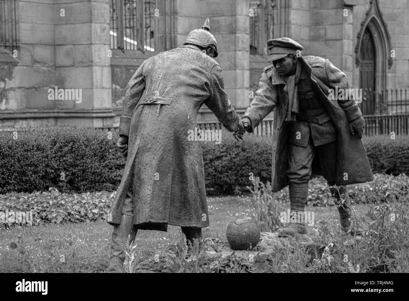 Wwi Christmas Truce.Christmas Truce Statue All Together Now By Andrew Edwards