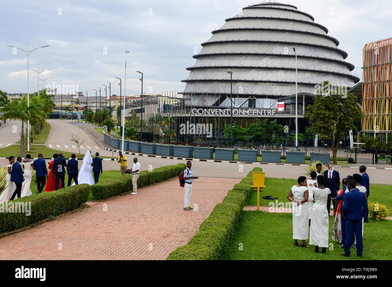 RWANDA, Kigali, Convention Center, spot for film and photoshooting for weeddings  / RUANDA, Kigali, Convention Center, Kongresszentrum , Hochzeitspaare beim Fotoshooting - Stock Image