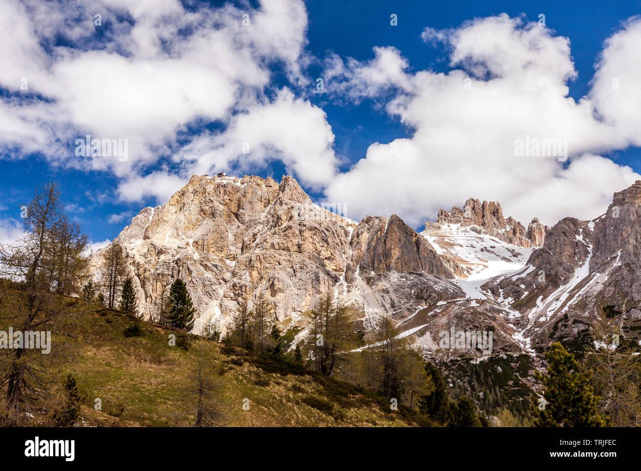 Sunlight over the rocky peaks of Lagazuoi, Dolomites, Cortina d'Ampezzo, Belluno province, Veneto, Italy - Stock Image