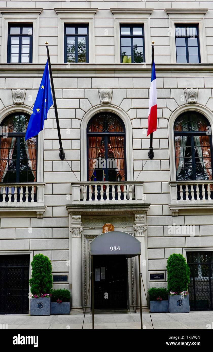 European Union and French flag fly in front of the Consulat Général de France, French Consulate, Fifth Avenue, New York, NY, USA. Stock Photo