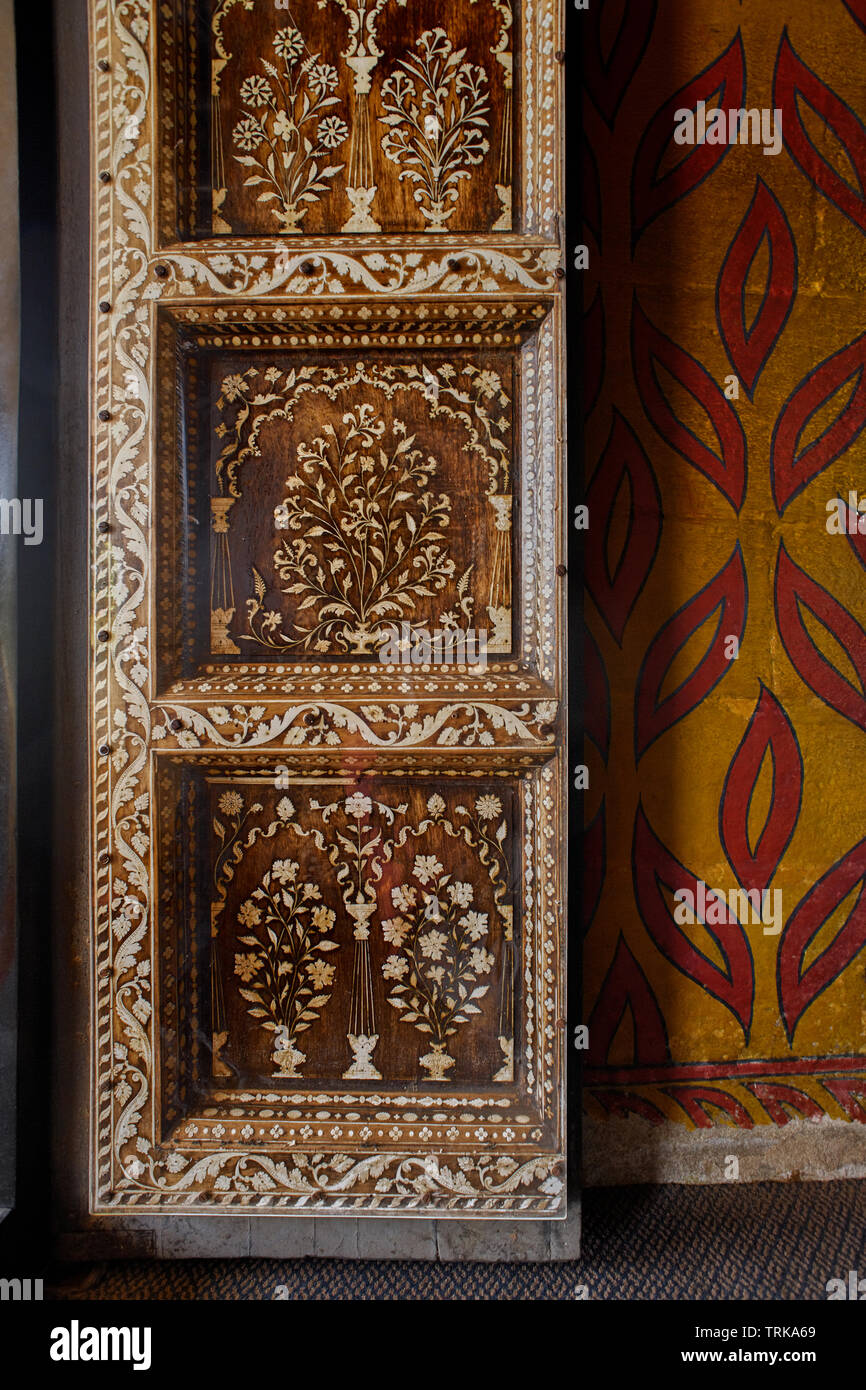 30 Oct 2009 wooden carved door with ivory inlay works inside of tombe Tippu Sultan, his father Hyder Ali and his mother Fakhr-Un-Nisa. Mysore, Karnata - Stock Image
