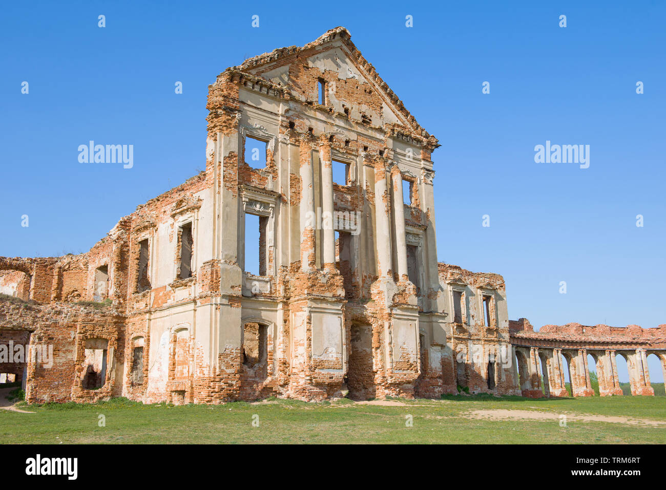 The ruins of the central building of the ancient palace of the princes Sapeg close-up. Ruzhany, Belarus - Stock Image