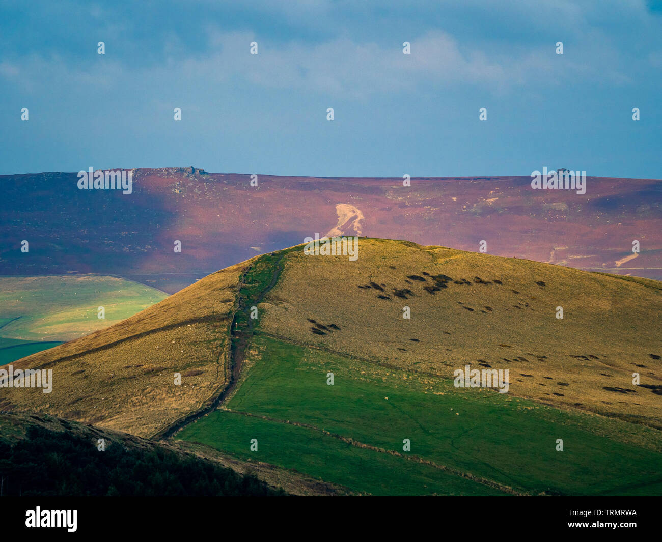Path along the Great Ridge separating the vales of Edale and Castleton in Derbyshire, England.  Viewed from Mam Tor. - Stock Image