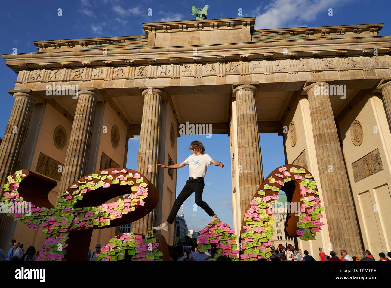The Brandenburg Gate was left in no man's land during the time of the wall. Only border guards had access to it. - Stock Image