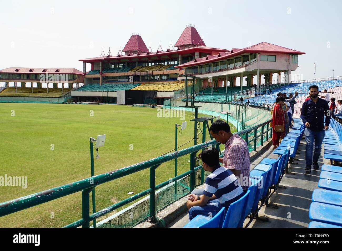Sightseers at the scenic Himachal Pradesh Cricket Stadium - Stock Image