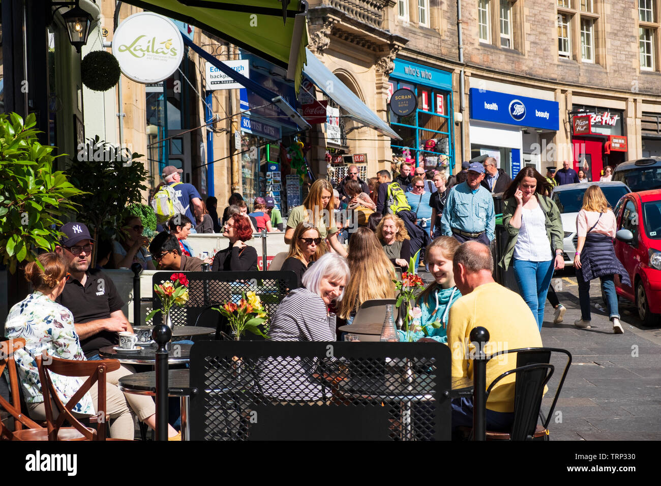 Busy cafe on Cockburn Street in Edinburgh Old Town, Scotland, UK - Stock Image