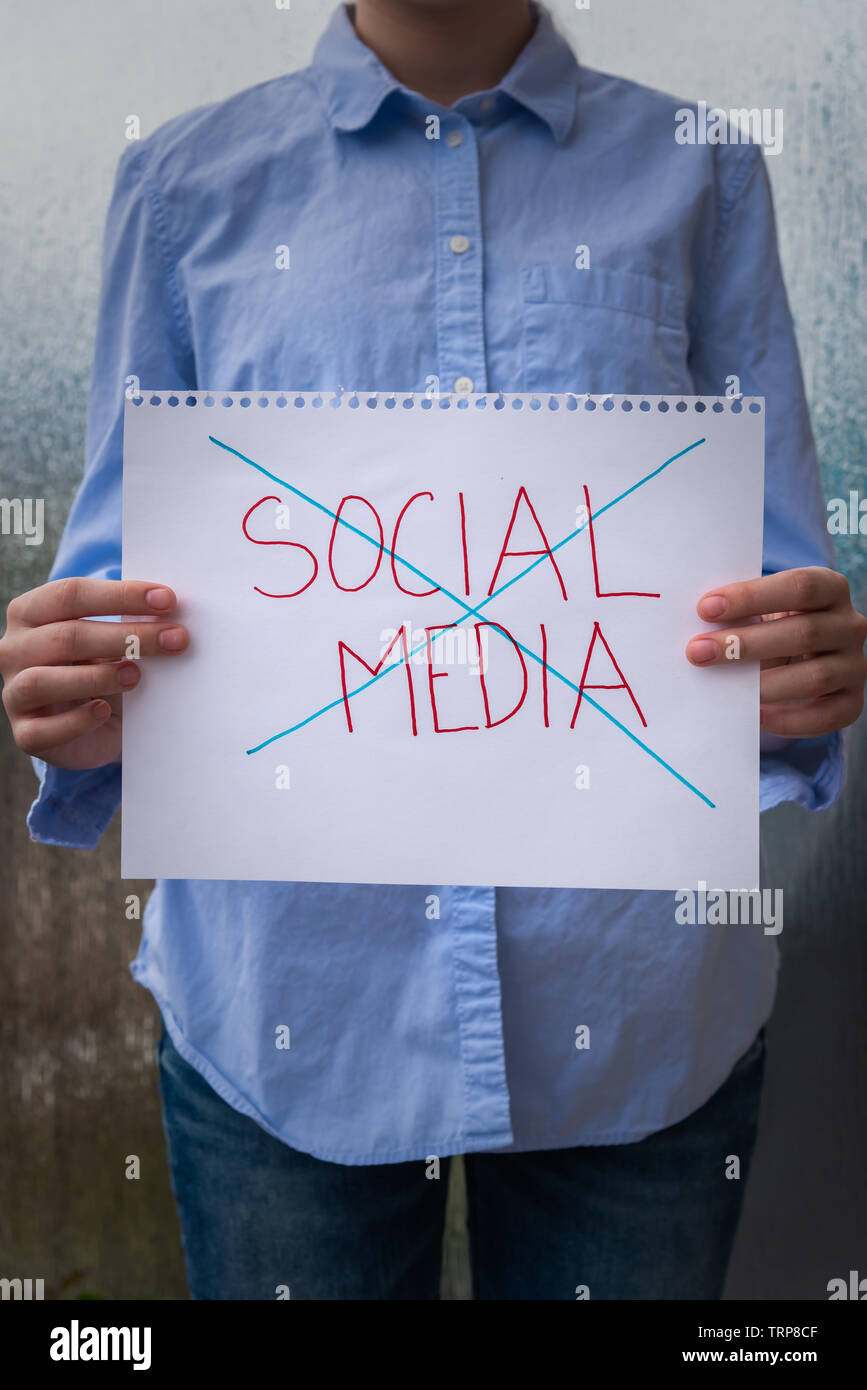 Illustration of the growing distrust of  social media by society and government - Stock Image
