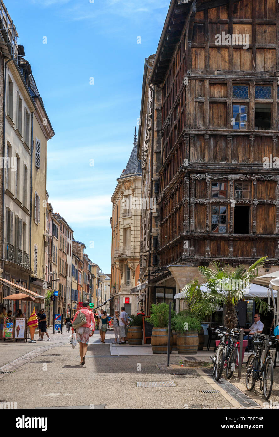 France, Saone et Loire, Macon, Place aux Herbes and the wooden house built between 1490 and 1510, certainly the oldest house in the city // France, Sa - Stock Image
