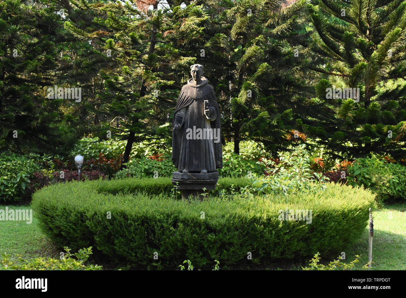 Statue of a saint in the front yard of St.Cajetan church, Goa, India. - Stock Image