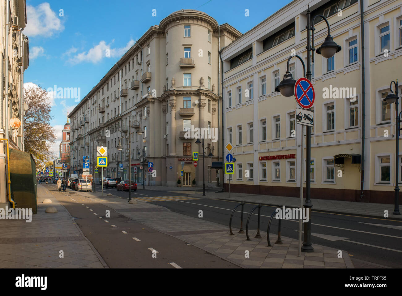 MOSCOW - OCTOBER 27, 2018: View on Pyatnitskaya street in the city center on an autumn morning - Stock Image