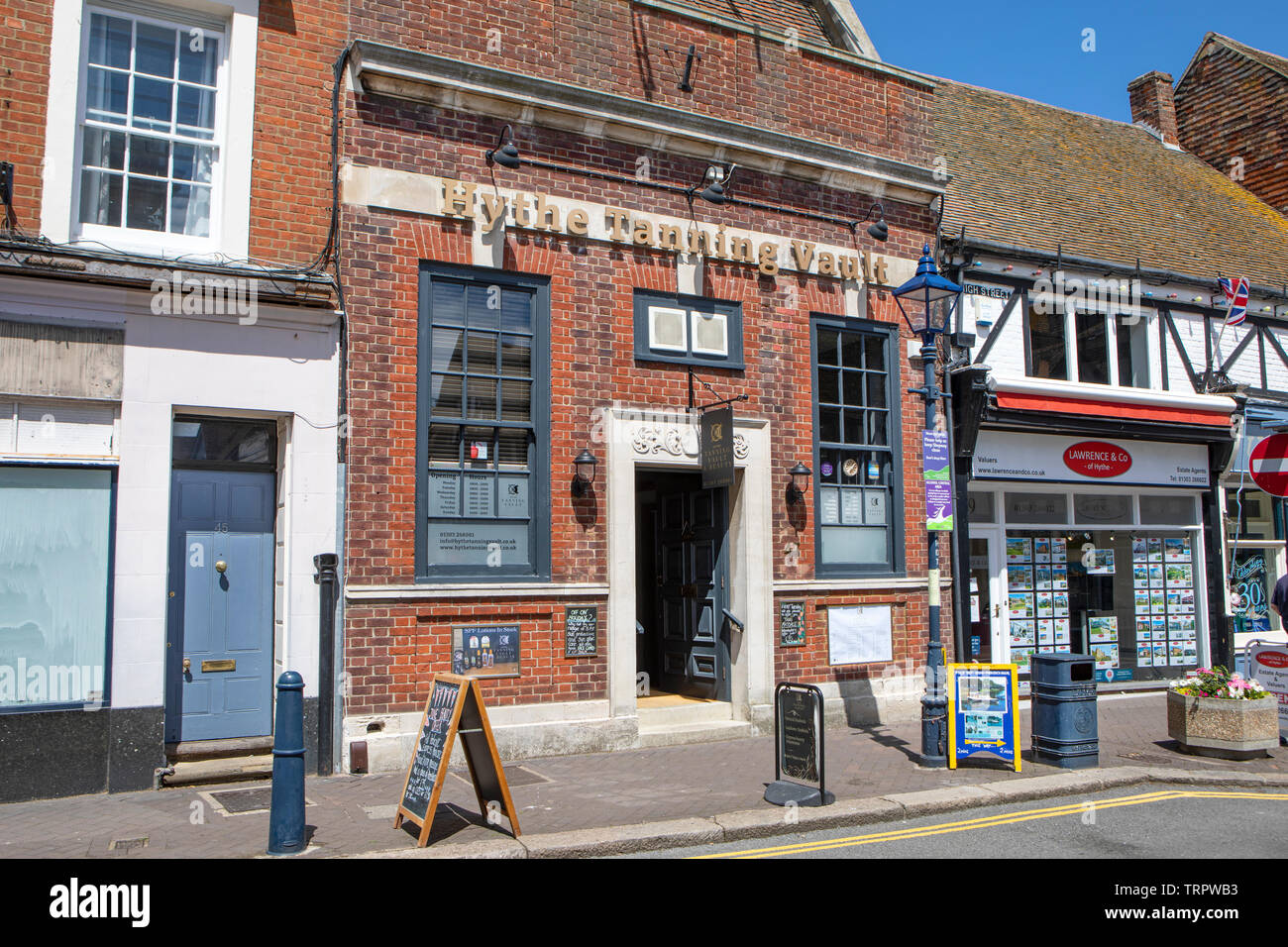 Bank In High Street Stock Photos & Bank In High Street Stock Images