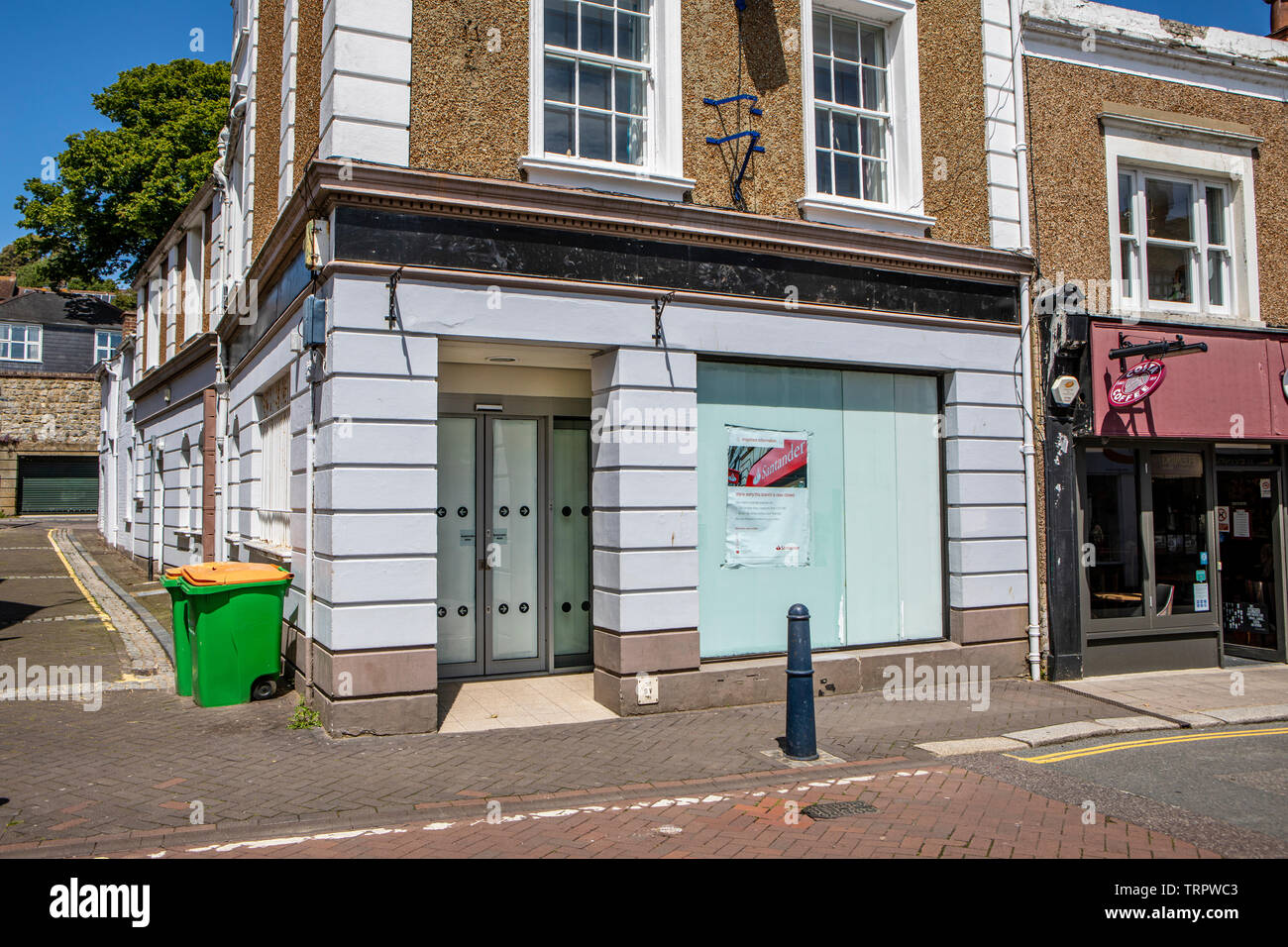 A closed Santander bank in Hythe High Street, Kent. - Stock Image
