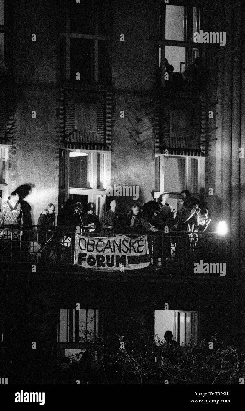 Czechoslovakia, Prague,1989 during the Velvet Revolution, the fall of communism in Eastern Europe. Alexander Dubcek and Vaclav Havel on the balcony above Wenceslas Square when Dubcek returned. COPYRIGHT PHOTOGRAPH BY BRIAN HARRIS  © 07808-579804 Stock Photo