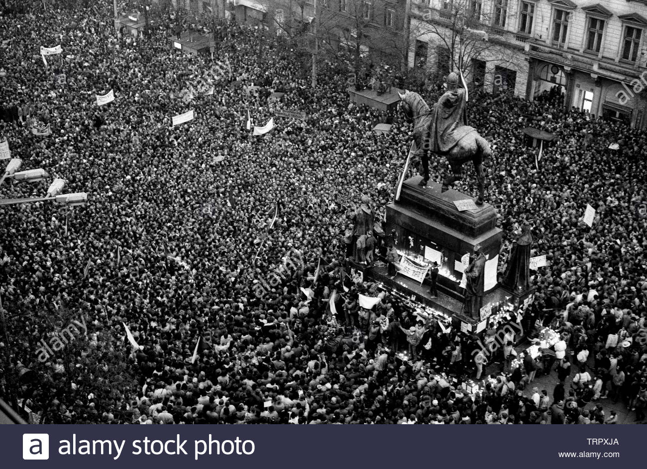 Czechoslovakia, Prague,1989 during the Velvet Revolution, the fall of communism in Eastern Europe. Celebrating the fall of the communist government by in Wenceslas Square around the statue of King Wenceslas.. COPYRIGHT PHOTOGRAPH BY BRIAN HARRIS  © 07808-579804 Stock Photo