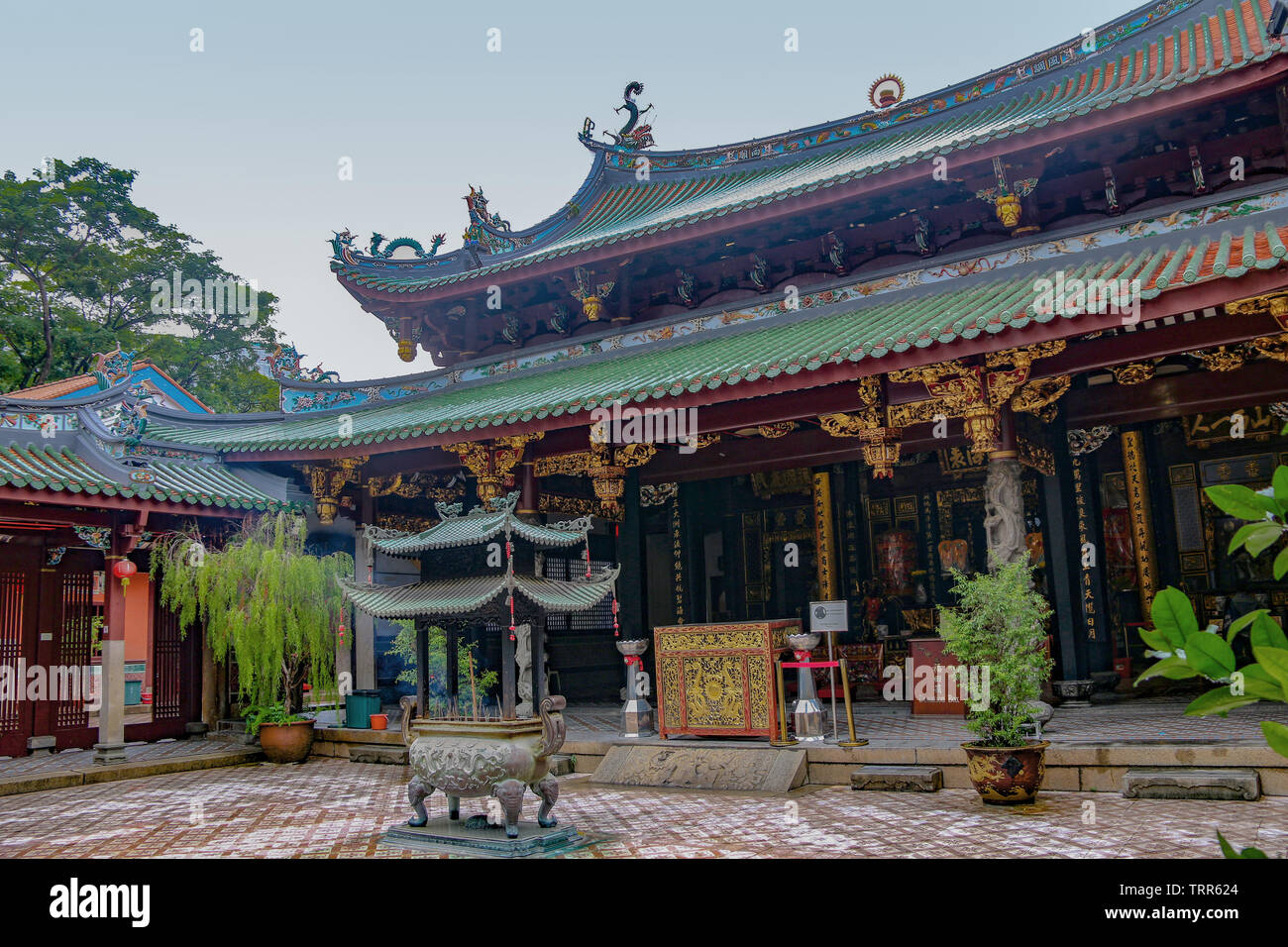 Ornate carvings & roof of the Thian Hock Keng Temple, or Temple of Heavenly Happiness, China town, Singapore, Asia - Stock Image