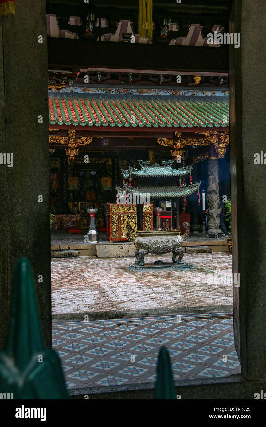 Alter & ornate carvings of the Thian Hock Keng Temple, or Temple of Heavenly Happiness, China town, Singapore, Asia - Stock Image