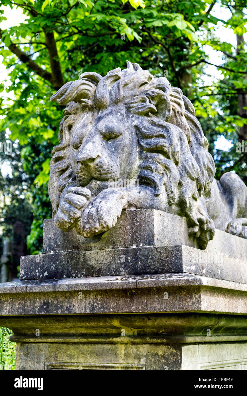 George Wombwell's tomb with a sculpture of his lion Nero on top at Highgate West Cemetery, London, UK Stock Photo