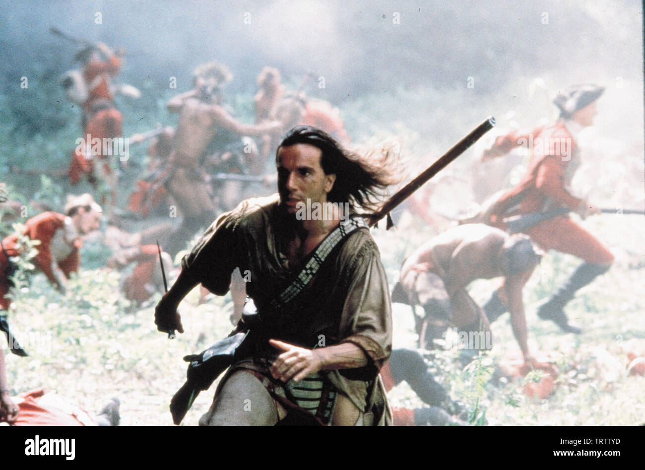 DANIEL DAY-LEWIS in THE LAST OF THE MOHICANS (1992). Copyright: Editorial use only. No merchandising or book covers. This is a publicly distributed handout. Access rights only, no license of copyright provided. Only to be reproduced in conjunction with promotion of this film. Credit: 20TH CENTURY FOX/MORGAN CREEK / Album - Stock Image