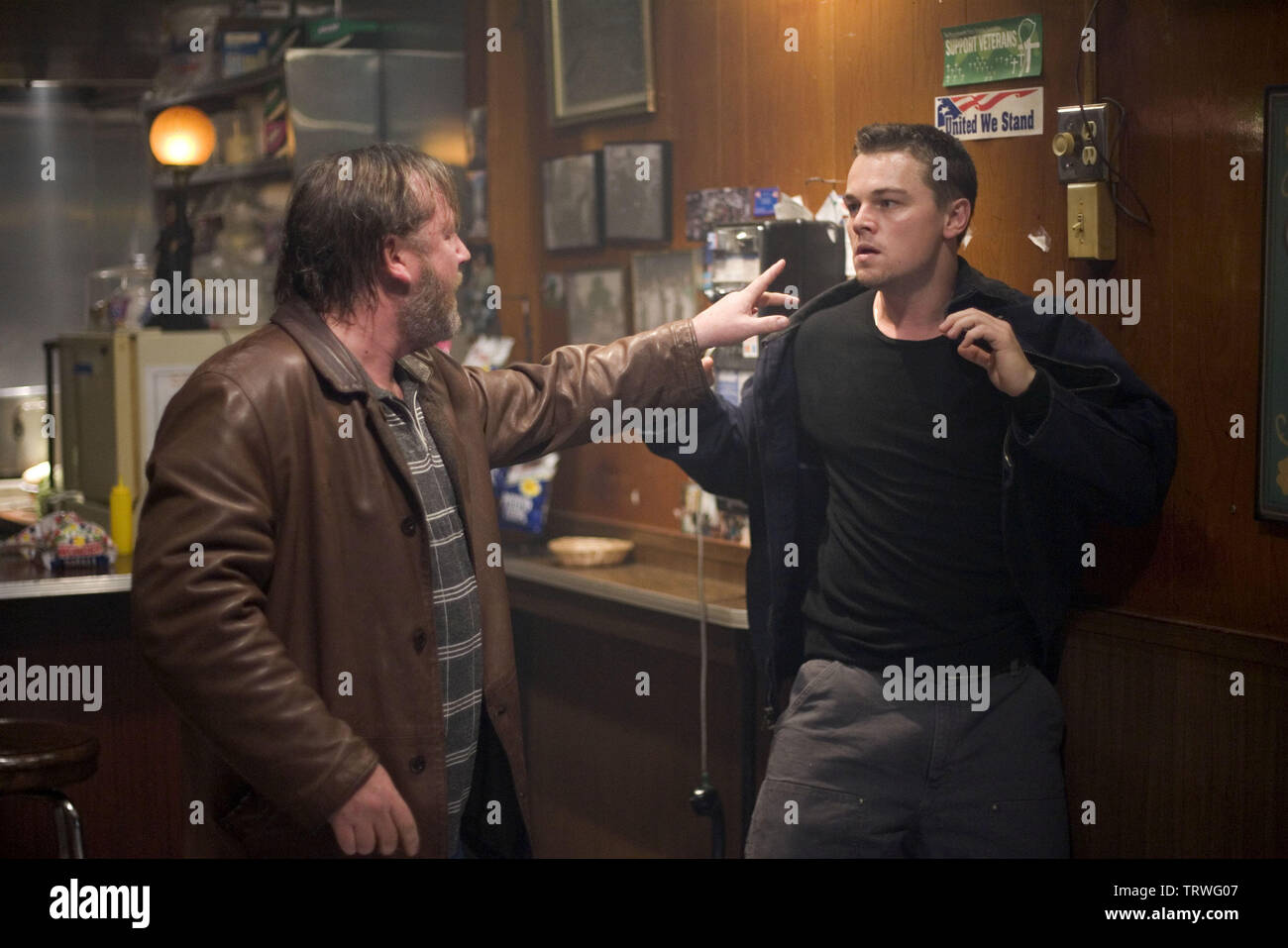 LEONARDO DICAPRIO and RAY WINSTONE in THE DEPARTED (2006). Copyright: Editorial use only. No merchandising or book covers. This is a publicly distributed handout. Access rights only, no license of copyright provided. Only to be reproduced in conjunction with promotion of this film. Credit: WARNER BROS PICTURES/VERTIGO ENTERTAINMENT/INITIAL ENTERTAIN / COOPER, ANDREW / Album Stock Photo
