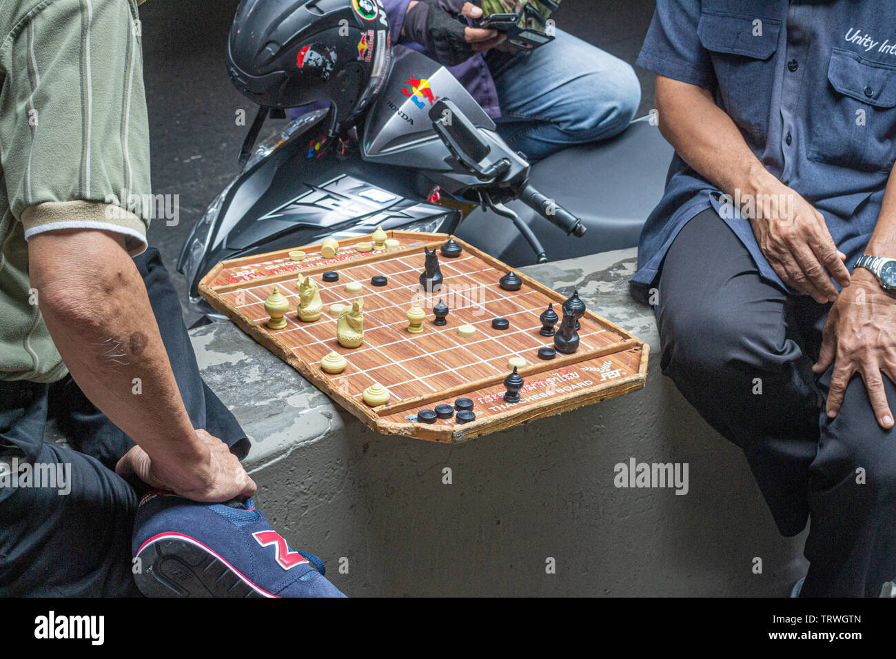 thai chinese men playing chinese checkers in Siam road Bangkok Stock Photo