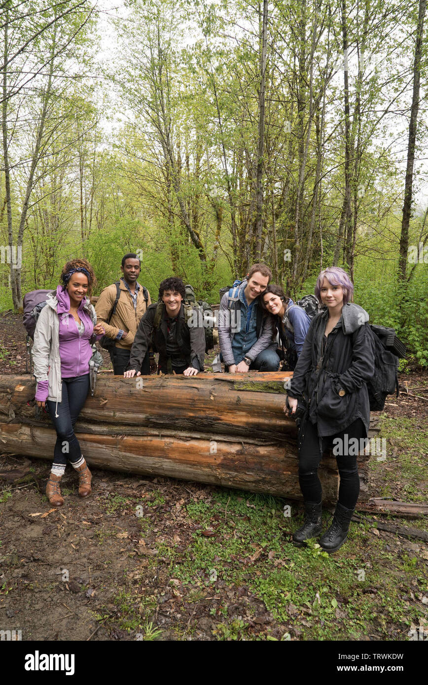 VALORIE CURRY , CALLIE HERNANDEZ , JAMES ALLEN MCCUNE , WES ROBINSON , BRANDON SCOTT and CORBIN REID in BLAIR WITCH (2016). Copyright: Editorial use only. No merchandising or book covers. This is a publicly distributed handout. Access rights only, no license of copyright provided. Only to be reproduced in conjunction with promotion of this film. Credit: LIONSGATE/ROOM 101/SNOOT ENT/VERTIGO ENT. / HELCERMANAS-BENGE, CHRIS / Album - Stock Image