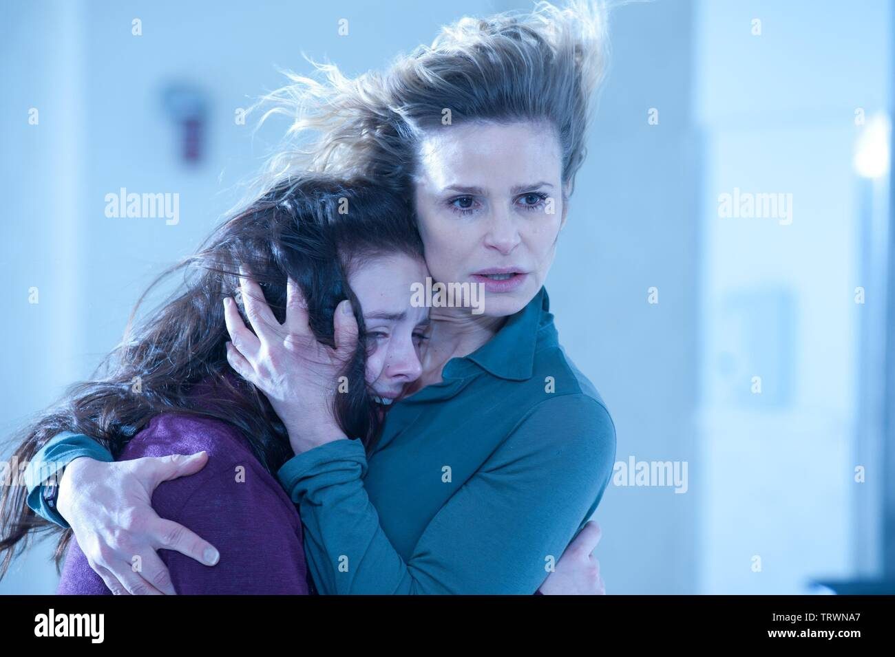 KYRA SEDGWICK and MADISON DAVENPORT in THE POSSESSION (2012). Copyright: Editorial use only. No merchandising or book covers. This is a publicly distributed handout. Access rights only, no license of copyright provided. Only to be reproduced in conjunction with promotion of this film. Credit: GHOST HOUSE PICTURES / Album - Stock Image