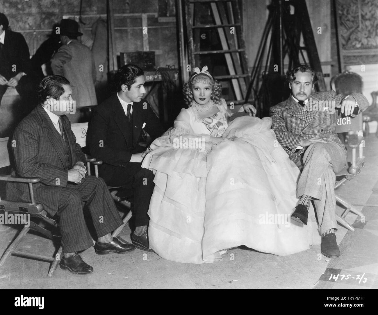 MARLENE DIETRICH as Catherine the Great of Russia and director Josef von STERNBERG on set candid filming THE SCARLET EMPRESS 1934 Paramount Pictures - Stock Image