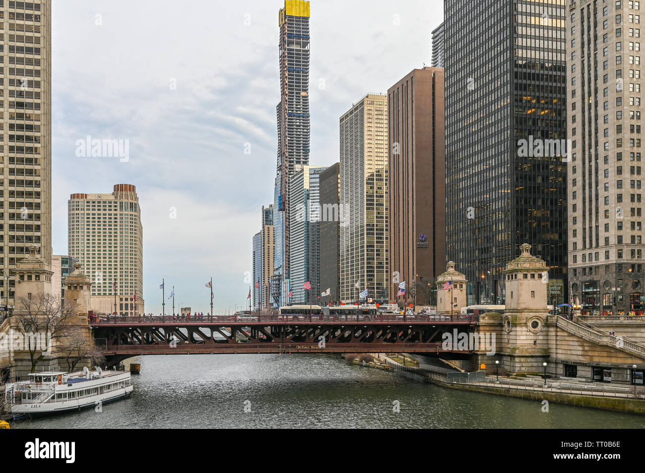 Chicago river and Michigan Avenue Bridge on a cloudy day in March 2019 - Stock Image