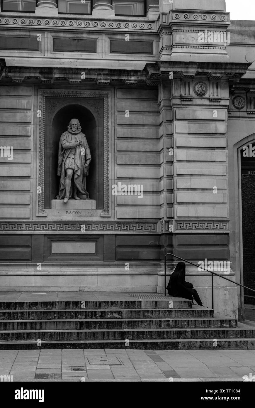 A facade of the Royal Academy of Arts, Burlington House, London, England,UK showing Francis Bacon's statue - Stock Image