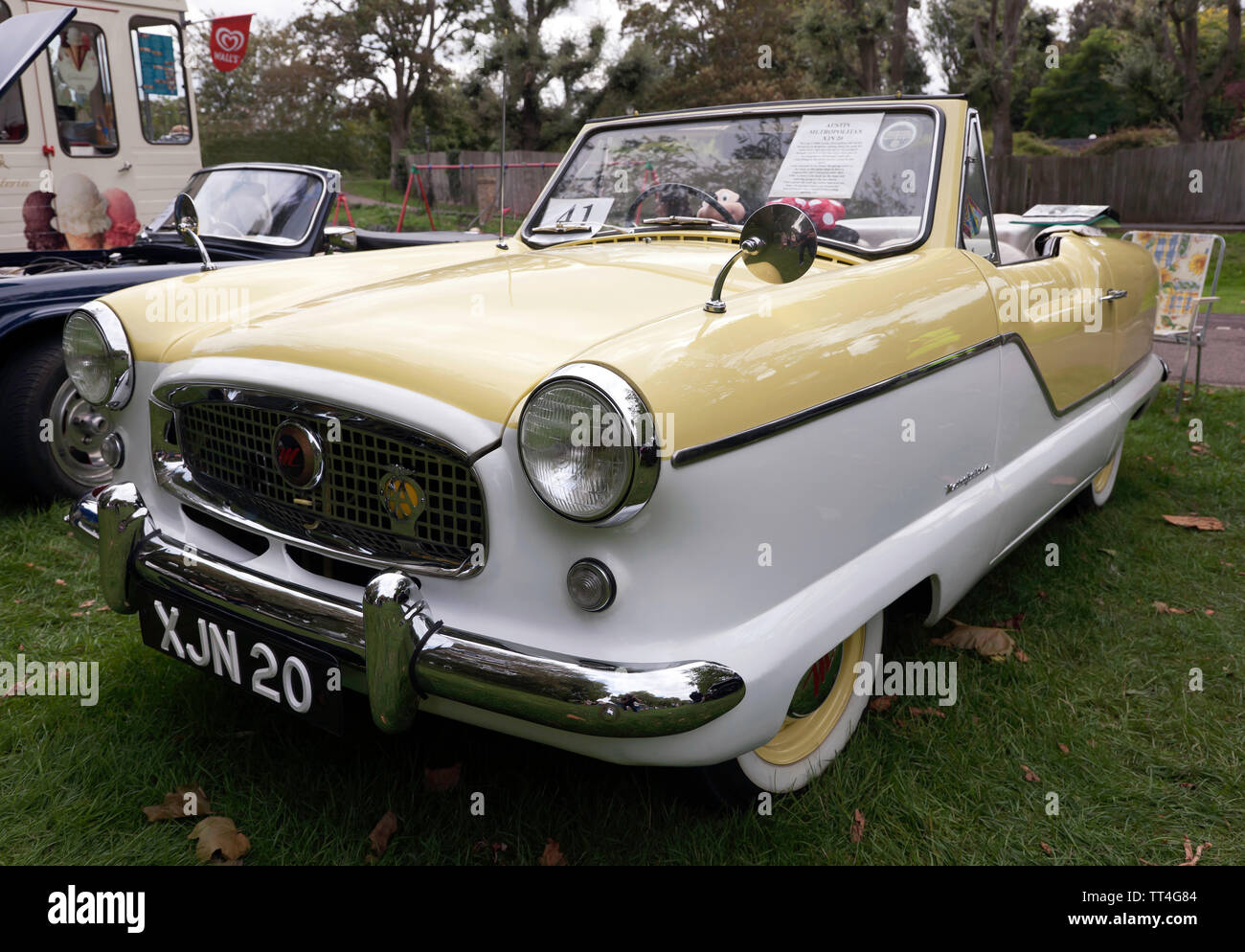 A 1960 Austin Metropolitan  on display at the Quay Green Classic Car Meet, part of  the 2018 Sandwich Festival, Kent - Stock Image