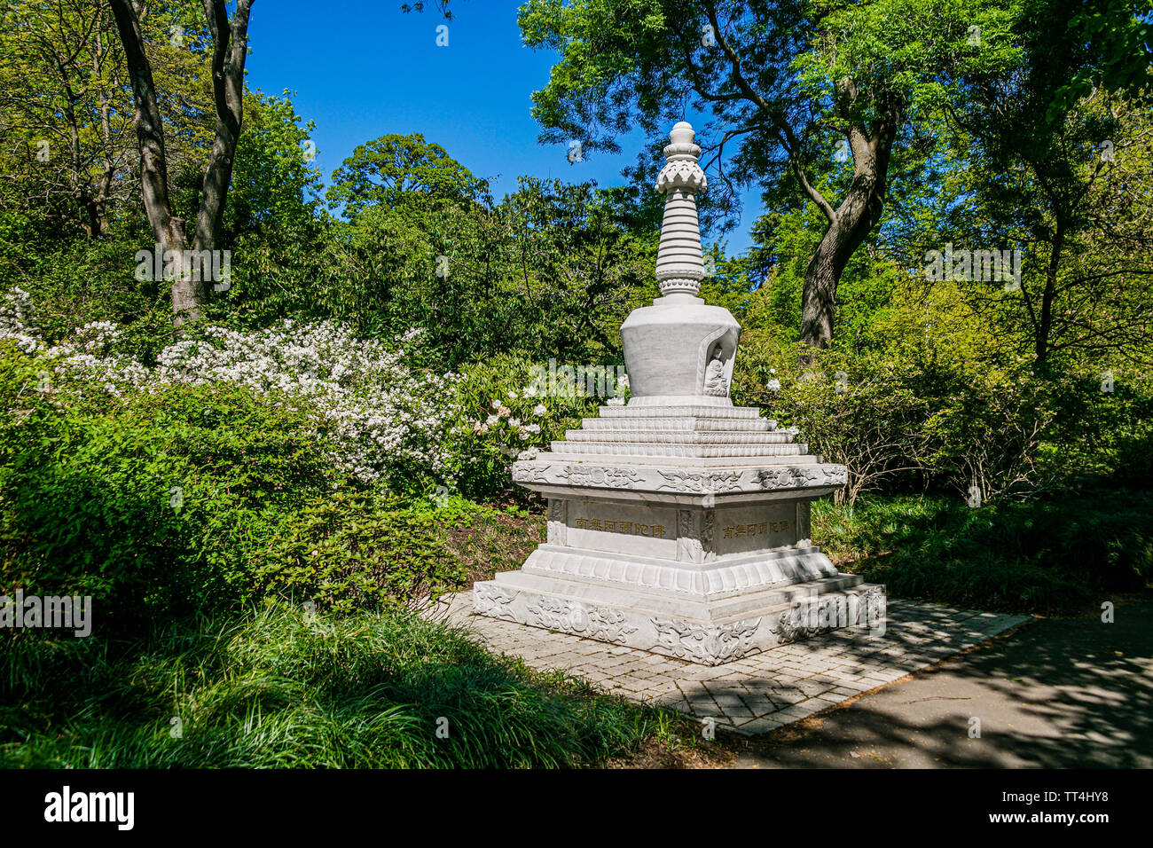 Chinese style statue, Royal Botanic Garden, Edinburgh, Scotland. - Stock Image