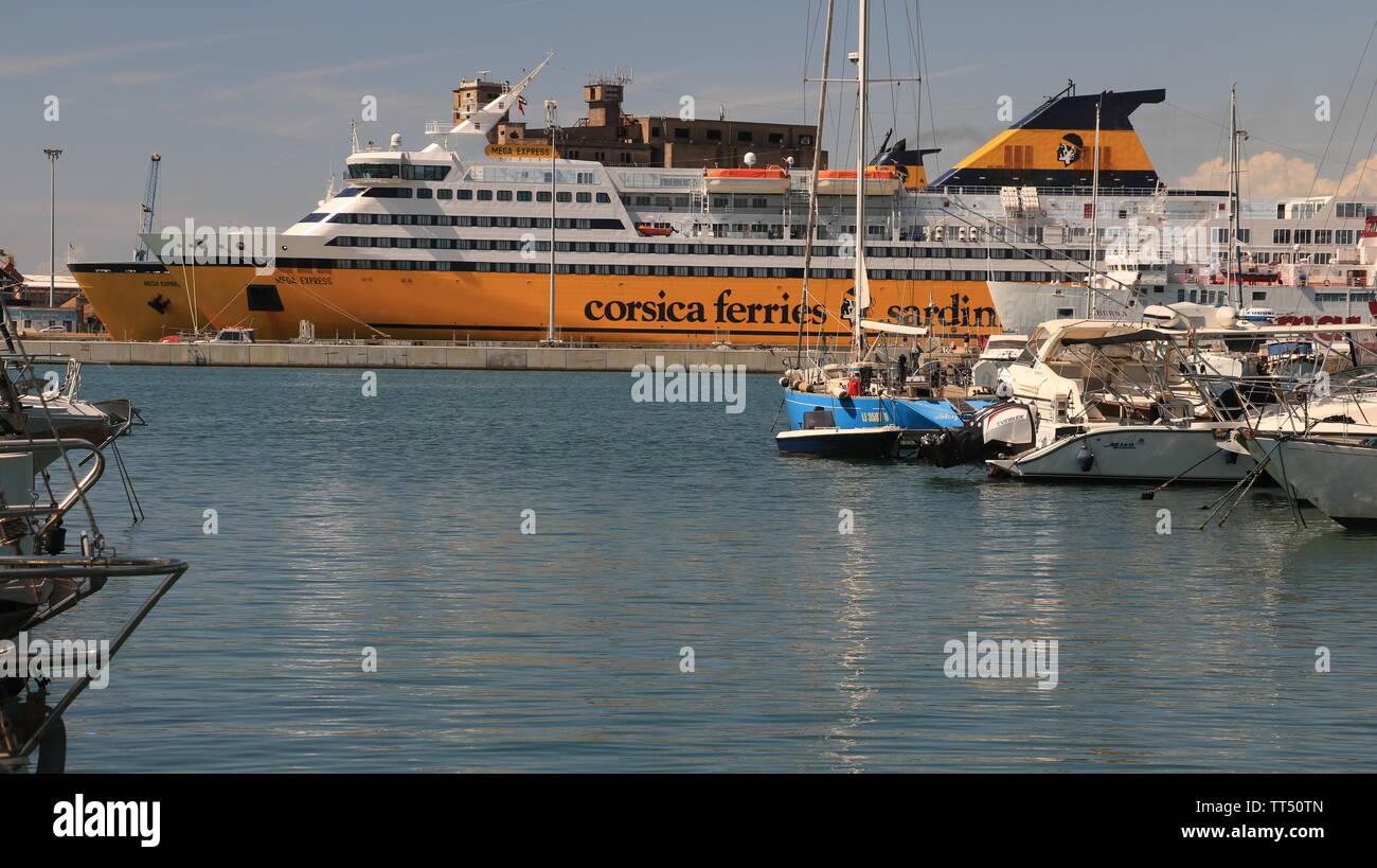 Livorno, Tuscany, Italy. 06/12/2019. Ferry boat anchored in the port of Livorno. In the foreground numerous moored sailboats. - Stock Image