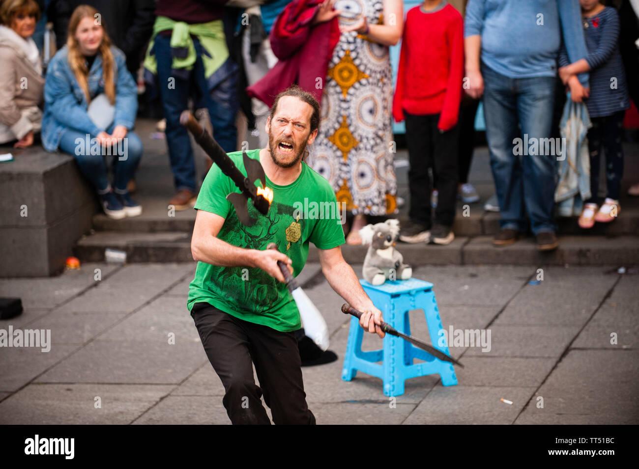 A street artist is performing during the Edinburgh Fringe festival. - Stock Image