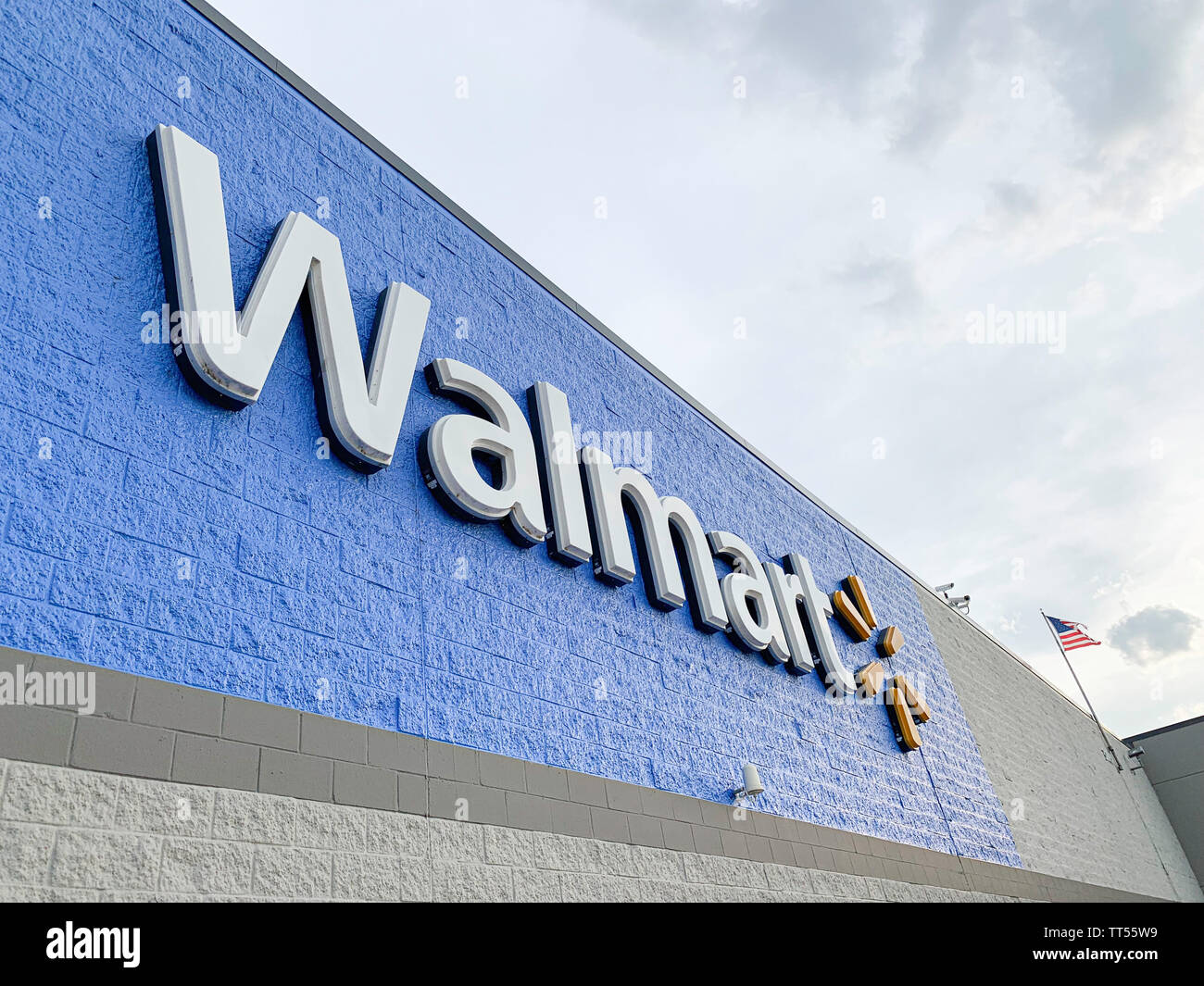 The prominent lighted 3D plastic sign of the Walmart Superstore located in Vidalia, Georgia, USA, is featured on the facade. - Stock Image