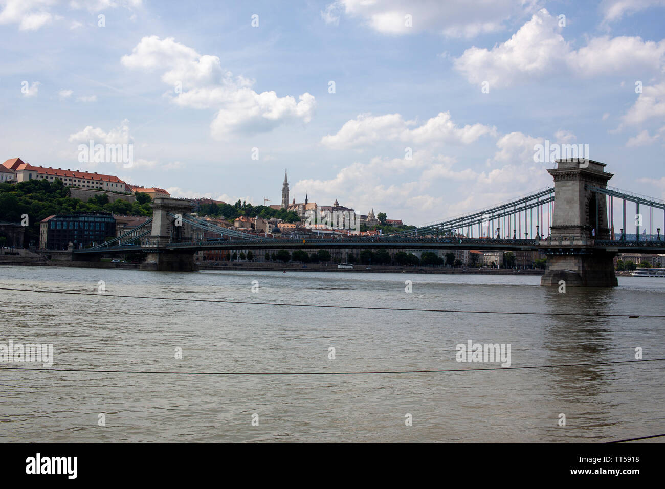 A view of the Scechenyi Chain Bridge across the River Danube. Lewis Mitchell. - Stock Image