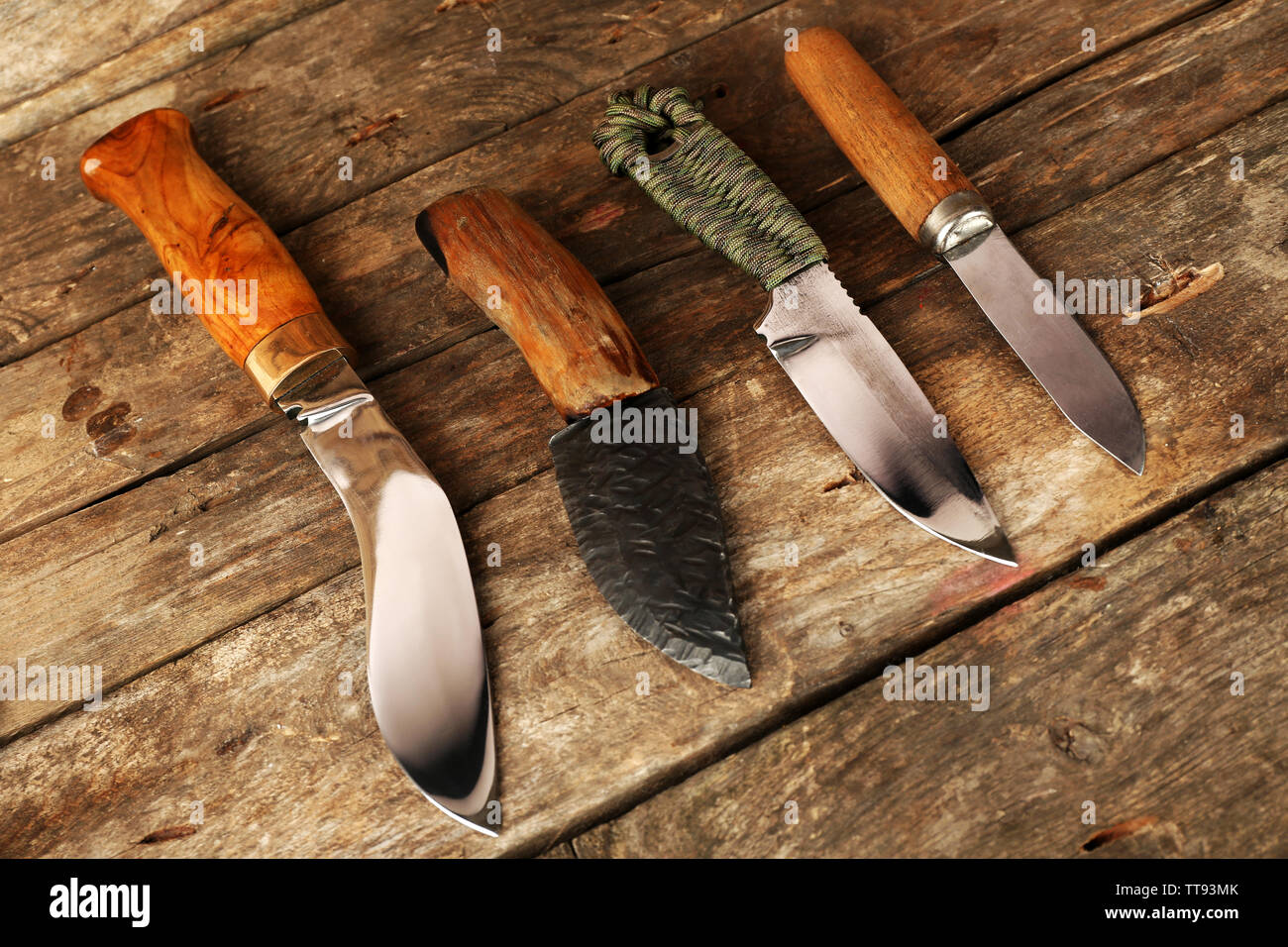 Hunting knives on wooden background - Stock Image
