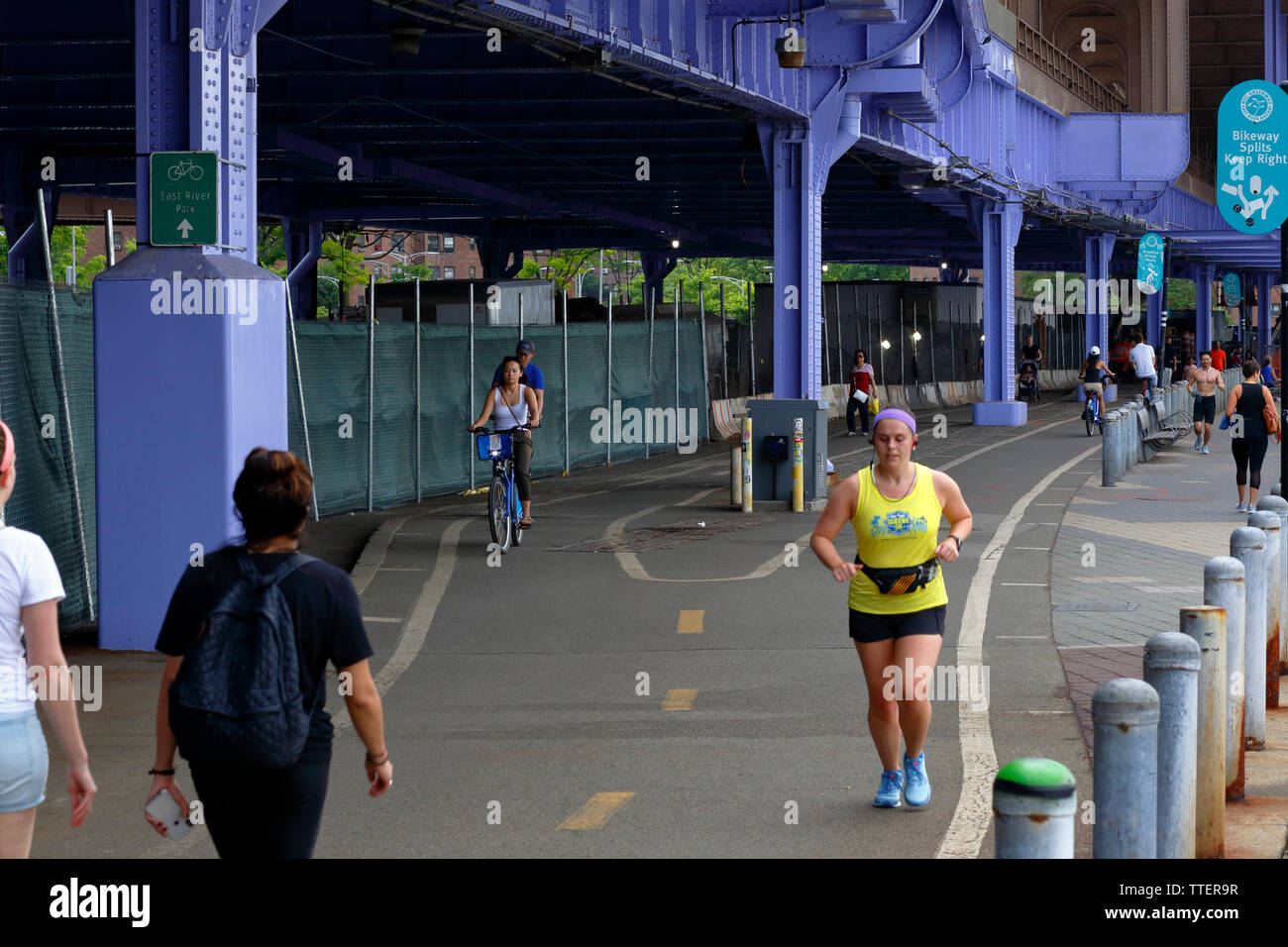 East River Greenway under the FDR Drive, New York, NY - Stock Image