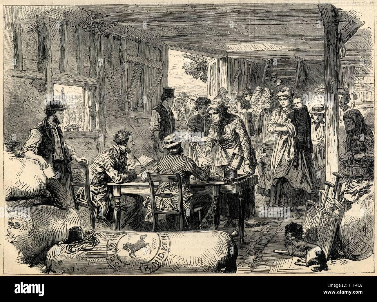 LA RÉCOLTE DU HOUBLON EN ANGLETERRE.LE JOUR DE LA PAYE.1871 - Stock Image