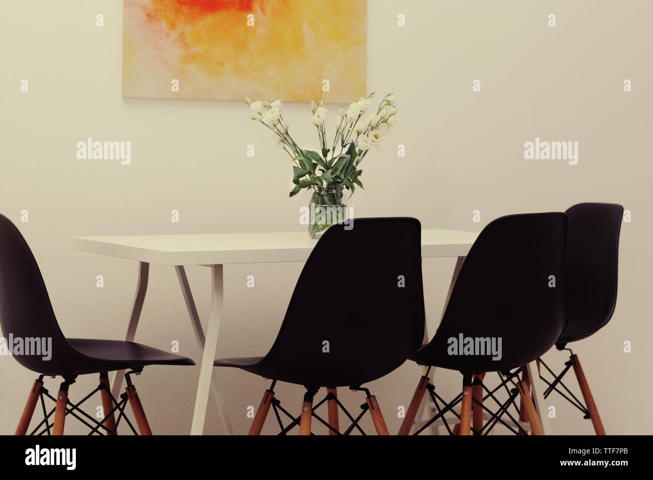 Surprising Modern Dining Room White Table With Bouquet Of Flowers And Caraccident5 Cool Chair Designs And Ideas Caraccident5Info