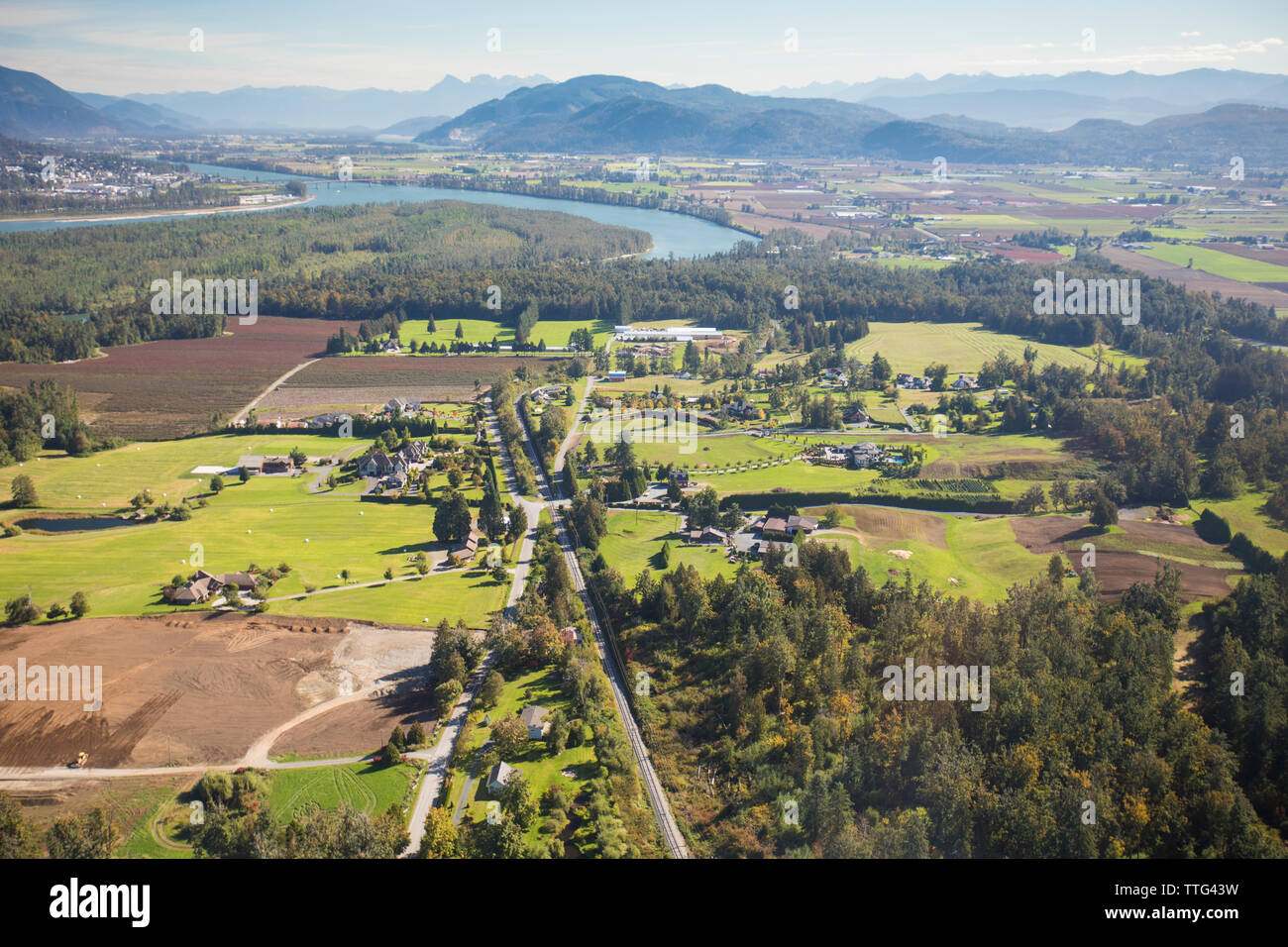 Estate homes surrounded by forest and mountains in Abbotsford, B.C. - Stock Image