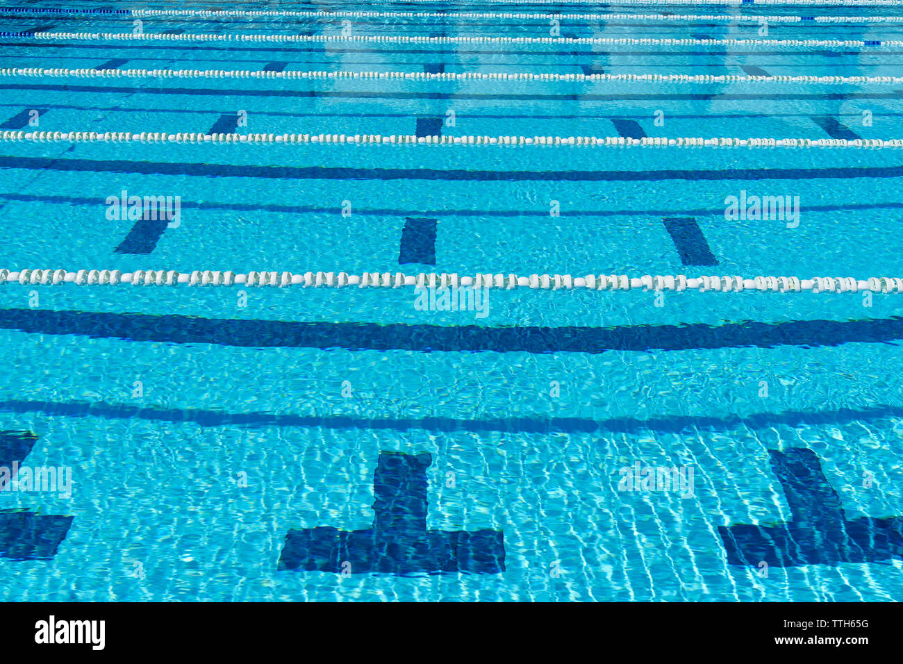 Wide shot of empty outdoor swimming pool - Stock Image