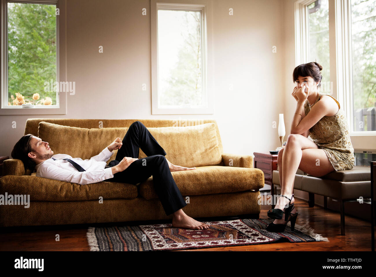 Unhappy couple in living room - Stock Image