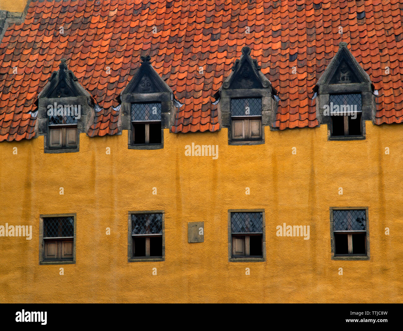 Detail view NNE of harled & painted stonework, upper windows & pantile roof of the detached N range of Culross Elizabethan Palace, Fife, Scotland, UK. - Stock Image