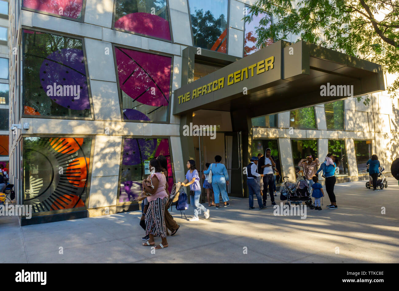 Crowds visit the Africa Center on Fifth Avenue at the edge of Harlem during the Museum Mile festival on Tuesday, June 11, 2019.   (© Richard B. Levine) Stock Photo