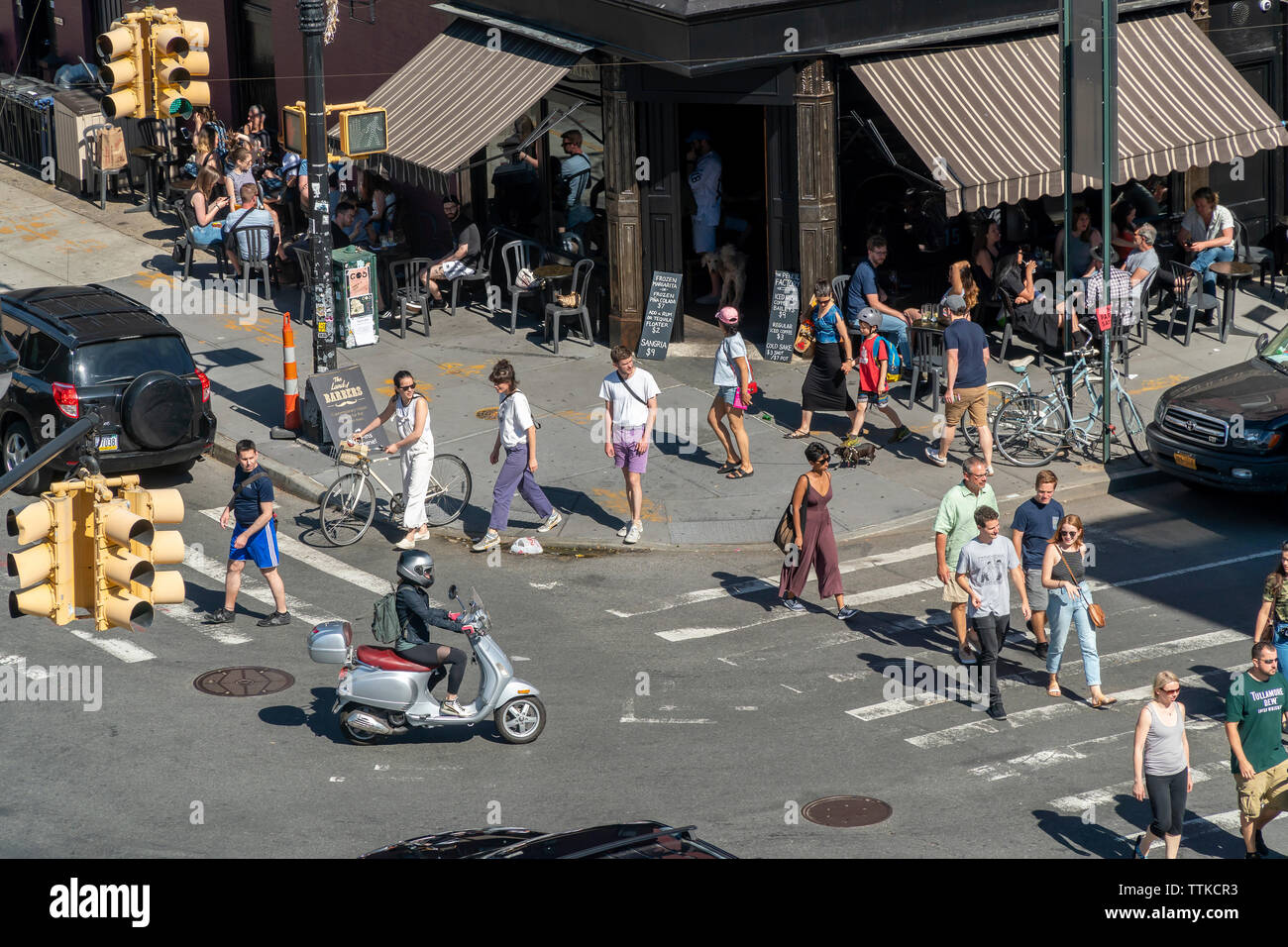 Intersection of Greenpoint and Franklin Avenues in the Greenpoint neighborhood of Brooklyn on Sunday, June 9, 2019. (© Richard B. Levine) - Stock Image