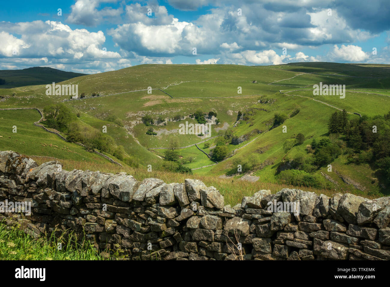 Stunning views of  the beautiful walk through Troller's Gill and Trollersdale from the road above Skyreholme near Appletreewick, Yorkshire Dales - Stock Image
