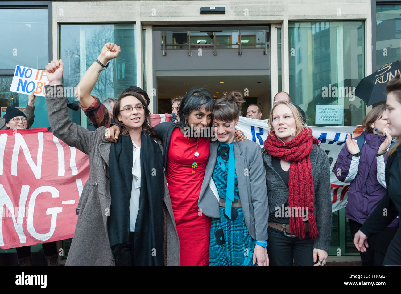 Willesden Magistrates' Court, London, UK. 25th January, 2016. The 13 Heathrow Airport activists together with supporters emerge from Willesden Magistr - Stock Image