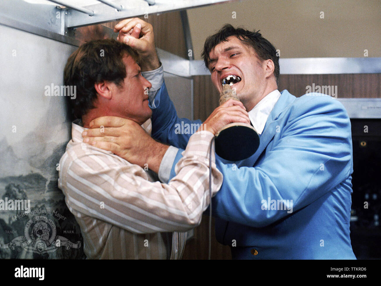 THE SPY WHO LOVED ME 1977 Eon Films production with Roger Moore at left and Richard Kiel as Jaws - Stock Image